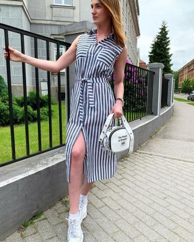 Хитом летнего сезона по праву можно считать платье в полоску