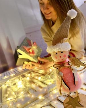 Дорогие наши!💕 В светлый праздник Рождества желаем вам счастья, которое не купишь за деньги.  Удачи, которую трудно поймать.  А главное, здоровья, без которого никак нельзя.  Пусть это Рождество станет еще одним ярким моментом в вашей жизни👼🏻Поздравляем от всей души! Ваш @ko_modnik 💋