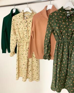 Такие нежные и в то же время теплые вельветовые платья ждут свою хозяйку в @ko_modnik ♥️ ⠀ И по прежнему со скидкой 20% на весь ассортимент (и даже на новое поступление!) ⠀ Платье 🏷1300₽-20% ▪️1040₽▪️ Свитер 🏷1200₽-20% ▪️960₽▪️ ⠀
