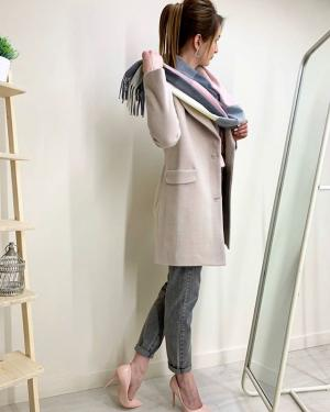 Короткие или длинные? ⠀ 😅Какие пальто предпочитаете вы? ⠀ Пальто 🏷2600₽ Джинсы Mom 🏷1400₽ Свитер 🏷700₽ Шарф 🏷500₽ ⠀ Ваш @ko_modnik ✌🏼 ▫️Генделя 14 ▫️Ленинский 121