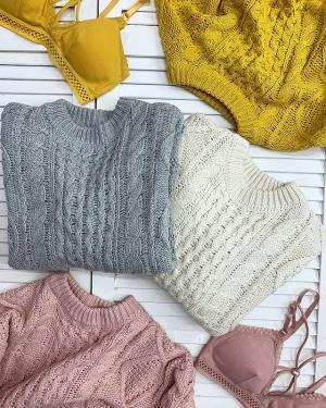 Уютный свитер, желтые листья, чашка кофе☕️ ⠀ @ko_modnik за красивую и уютную осень🍁 ⠀ Поэтому в новом поступлении у нас много ярких и тёплых свитеров🐈 ⠀ Бра 🏷400₽ Свитер 🏷1100₽ ⠀ Ждём вас👋🏼 🔸Генделя 14 🔸Ленинский 121