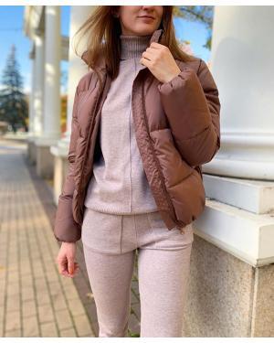 🔥Беспроигрышный конкурс!🔥 👌🏻Заходи в сторис, узнавай подробности! ⠀ 🍁А на нашем солнечном осеннем фото: Костюм 🏷2200₽ (ещё в наличии чёрный, серый) Куртка 🏷1600₽ (цвета разные) ⠀ Ваш @ko_modnik ♥️