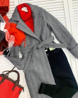 Простой, удобный и стильный повседневный образ от @ko_modnik ♥️ ⠀ Пальто 🏷2800₽ Джинсы 🏷1100-1600₽ Свитер 🏷1100₽ Палантин 🏷650₽ Сумка 🏷1700₽ ⠀ Ждём вас 👋🏼 ✔️Генделя 14 ✔️Ленинский 121