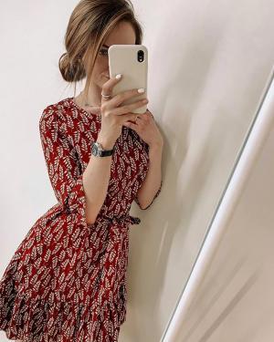 Новое платье не только поднимет настроение, но и придаст уверенности в себе👌🏻 ⠀ ✔️Платье 🏷1400₽ Размеры 42,44 46,48 Цвет: бордо, белый, чёрный, наличие размеров уточняйте😉 ⠀ Ваш @ko_modnik 💋