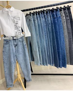 Как же не запутаться в многообразии видов джинс?👖 Давайте разбираться вместе💪🏻 Расскажем вам про джинсы, которые продаём сами:  1. Skinny классические Их цена 🏷1100₽ Что же это за модель? ✔️Это джинсы в обтяжку на высокой талии. Они сидят плотно по ножке и показывают все достоинства (🙈или недостатки) фигуры. В наше время стилисты рекомендуют их носить с чем-то удлиненным и объемным.  Такие джинсы сильно маломерят. 25 размер соответсвует xxs-xs, а 29 подходит для размера М.  2. Skinny люкс Их цена 🏷1600₽ ✔️Их главное отличие от классических скинни - посадка и удобство. Как правило из -за большего содержания эластана в них намного комфортнее и они не так сильно обтягивают ножки.  Бывают потертые и с рваным краем. Размерный ряд не так сильно маломерит, как у конкурентной модели. Тут уже 25 размер соответсвует XS-S, а 29 размер спокойно подходит на L.  3. Mom классические Цена 🏷1400₽ ✔️Очень востребованная модель джинс в наше время. Эти джинсы имеют завышенную талию и садятся свободнее, чем скинни. Состоят они из 100% хлопка и совсем не тянутся. Как правило, они подходят девушкам с пропорциональной фигурой. Остальные же сталкиваются с рядом проблем:🤷♀️не застегиваются в талии, не пролезают в бёдрах, размер подходит - а в талии велики... Размерный ряд у них так же маломерный: 25 размер соответсвует XS, а 29 размер M-L  4. Последняя и самая новая модель в нашем списке - Mom straight Цена 🏷1600₽ ✔️ Их конкурентое отличие от пункта 3 - содержание эластана. Они очень комфортны в носке и подходят практически на любой тип фигуры. Размерный ряд тоже весьма радует - 25 размер соответсвует S-M, а 29 размер подходит даже на XXL (52 российский размер). Так же у этой модели наиболее широкий выбор цветов и дизайнов.  Был полезен наш пост? Тогда обязательно ставь лайк ♥️и сохраняй его в закладки!  А в комментариях пиши,  какую модель джинс ты у нас уже покупала?👇🏻