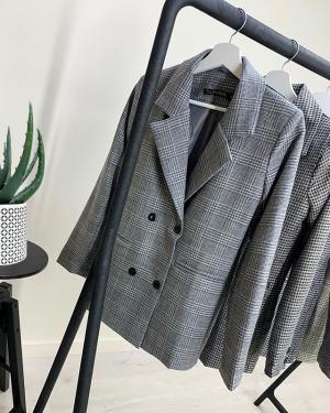 Пиджаки - база современного гардероба👌🏻 ⠀ ✔️Размеры 42,44,46,48 🏷1600₽ ⠀ В наличии в двух магазинах: ▫️Генделя 14 ▫️Ленинский 121